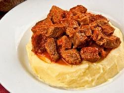 Свински Тас кебап (таскебап) със запържени хапки месо - снимка на рецептата